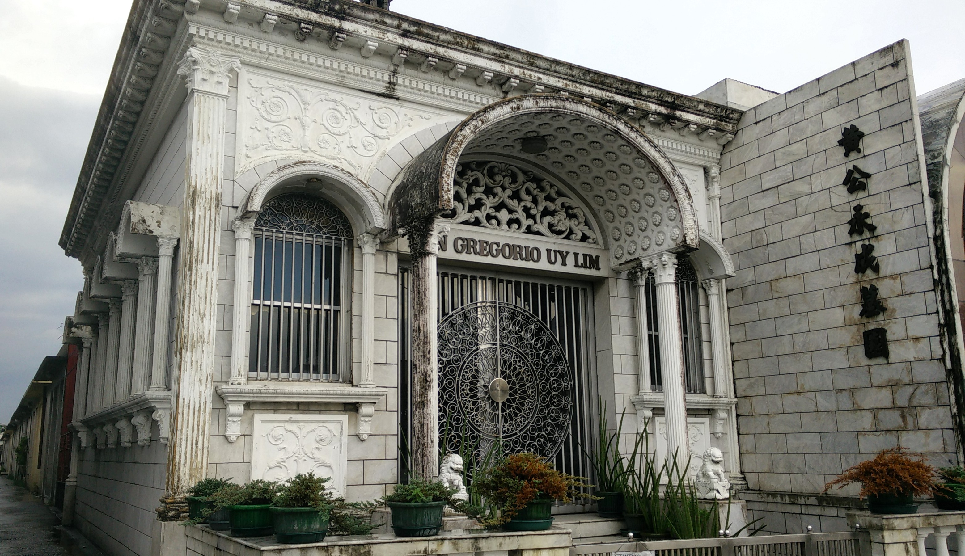 Visiting the cemeteries of Manila – Chinese Cemetery ...